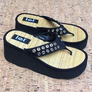 EUC vintage platform L.E.I. sandals flip flops 9